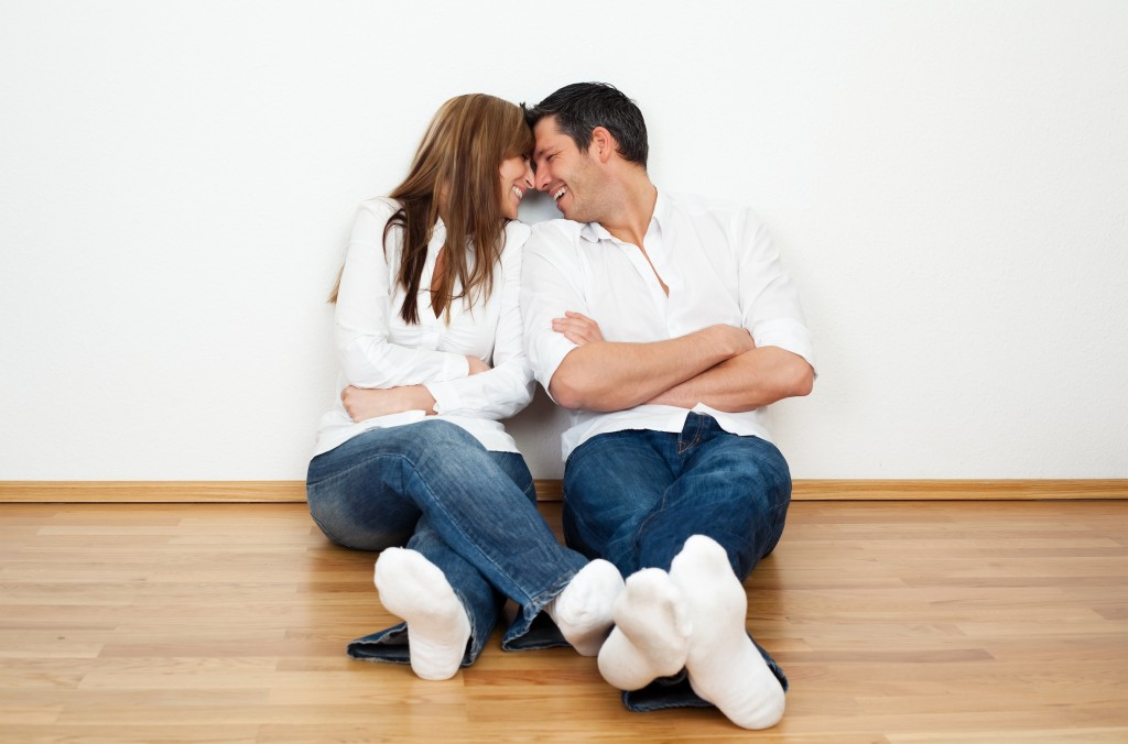 find what makes your partner laugh for a healthy relationship