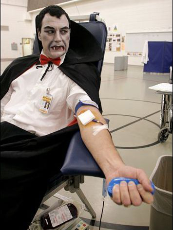 Even dracula donates! What are you waiting for? | Source: spredcross.cca.sg