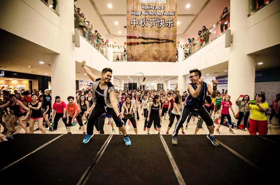 Live class in a mall
