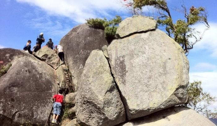 gunung datuk hiking rocks