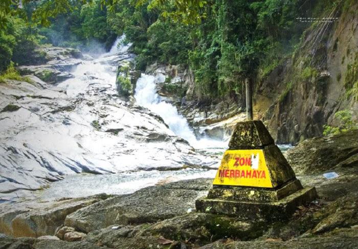chamang falls bentong pahang waterfall
