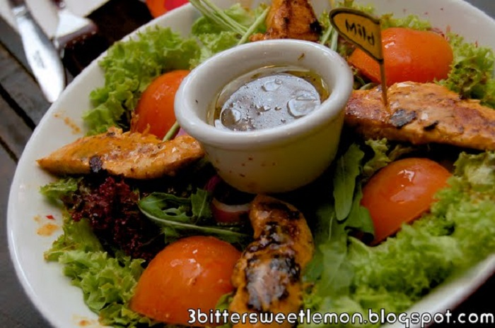 nandos portuguese salad with chicken