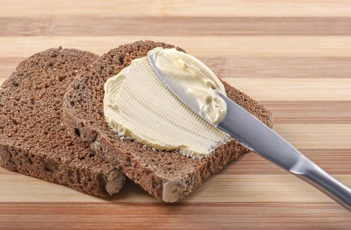 margarine on bread
